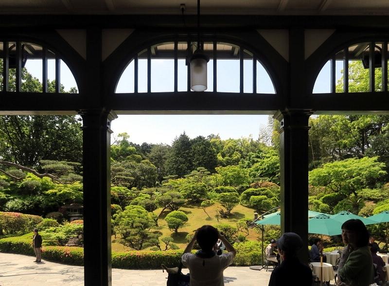121.Имение семьи Мацумото.Вид на сад с галереи европейского дома.jpg