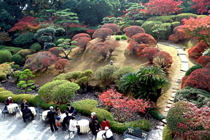 123.Имение семьи Мацумото.Сад перед европейским домом.jpg
