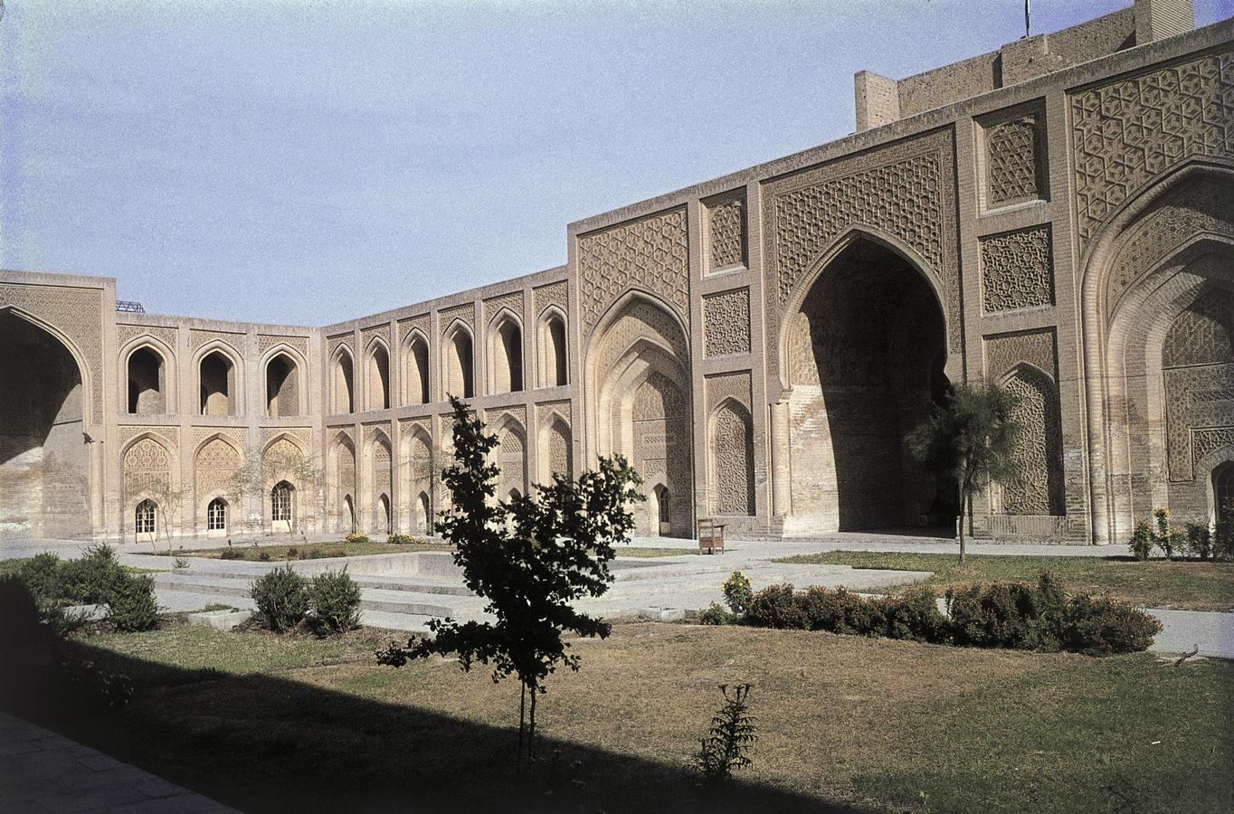 1233Mustansiriya-madrasaen-i-Bagdad_-Irak.-HMH.jpg