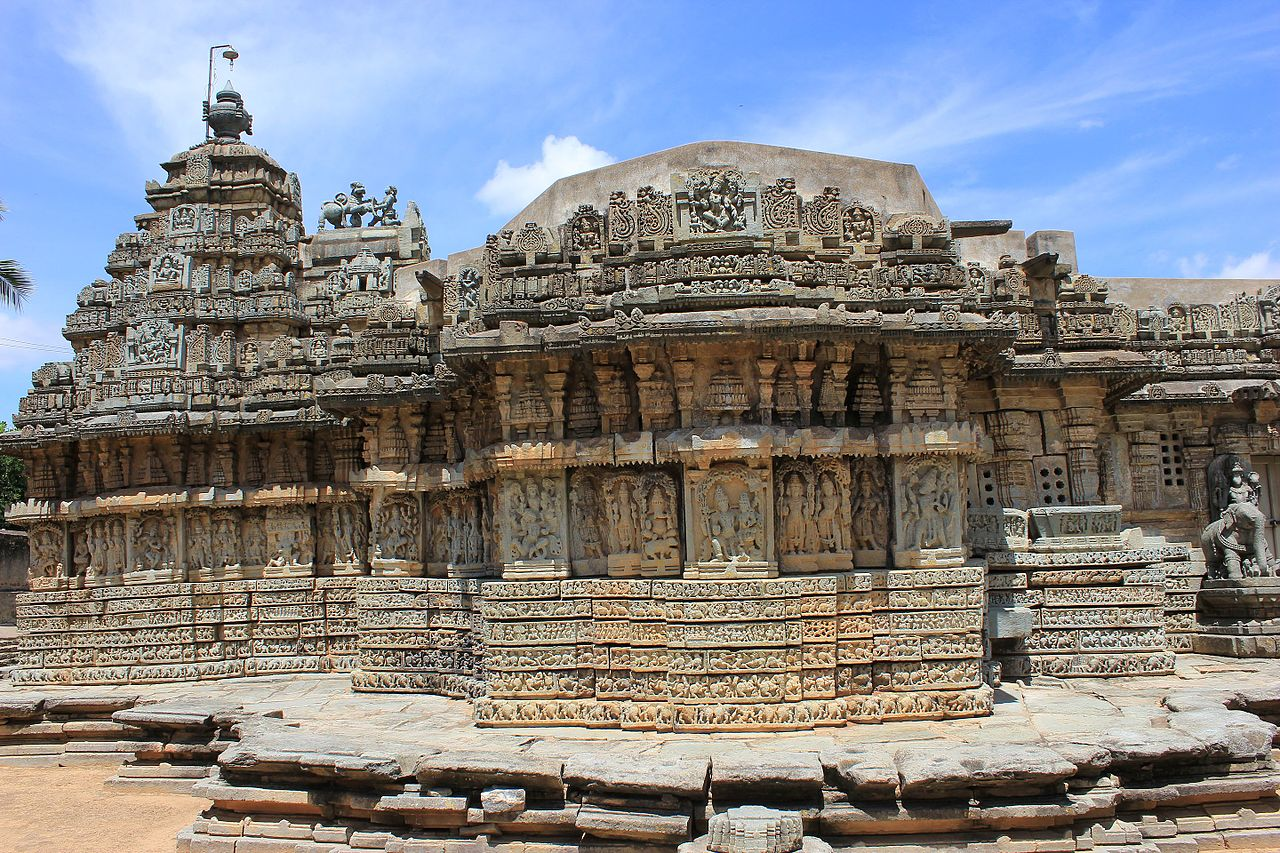 1234 чалукьяFront_view_of_Mallikarjuna_temple_at_Basaralu,_Mandya_district.jpg
