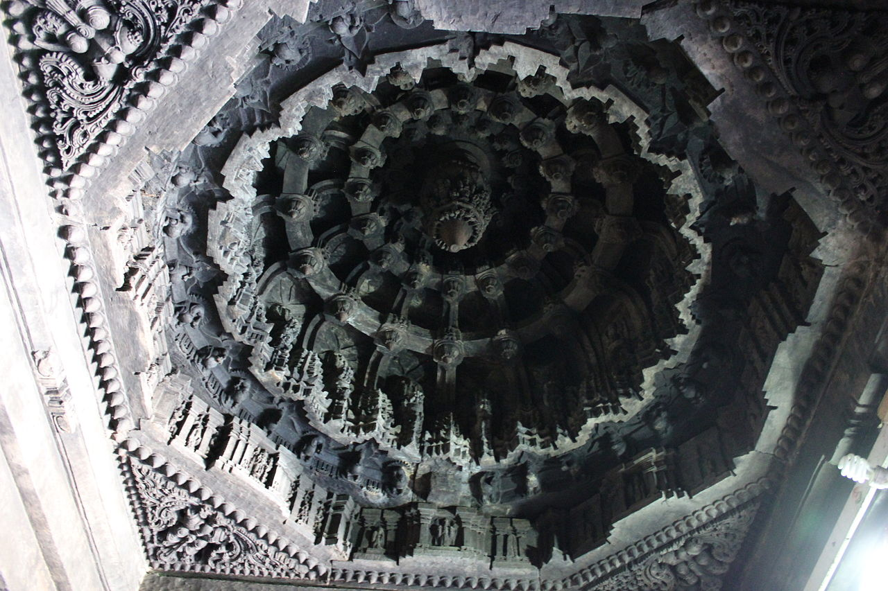 1235Domical_ceiling_in_the_closed_mantapa_of_the_Lakshminarasimha_temple_at_Haranhalli.JPG