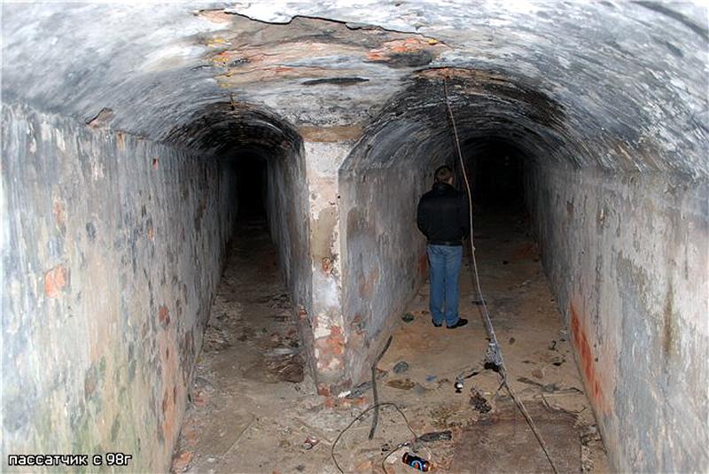 126.Подземные ходы в кухню и погреб..jpg