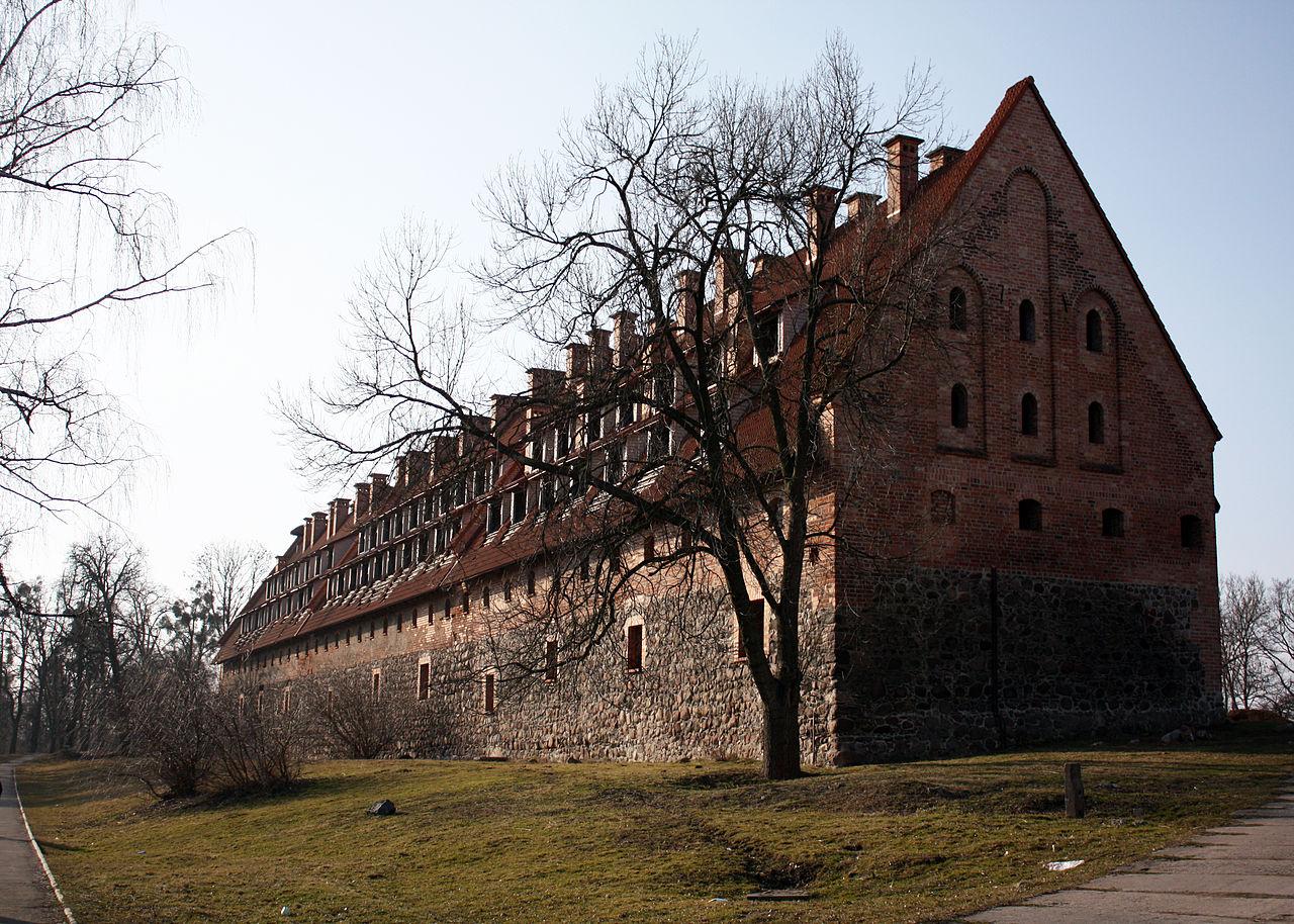 1280px-Замок_Прейсищ-Эйлау_(Багратионовск).jpg