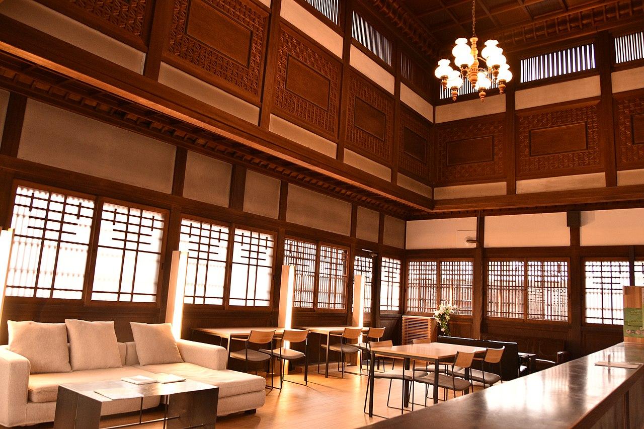 1280px-津山市_PORT_ART&DESIGN_TSUYAMA(旧妹尾銀行林田支店)_(48590260857).jpg
