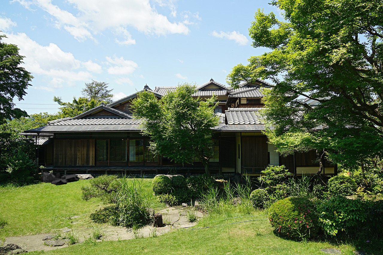 1280px-150521_Rokasensuisou_Otsu_Shiga_pref_Japan03n.jpg