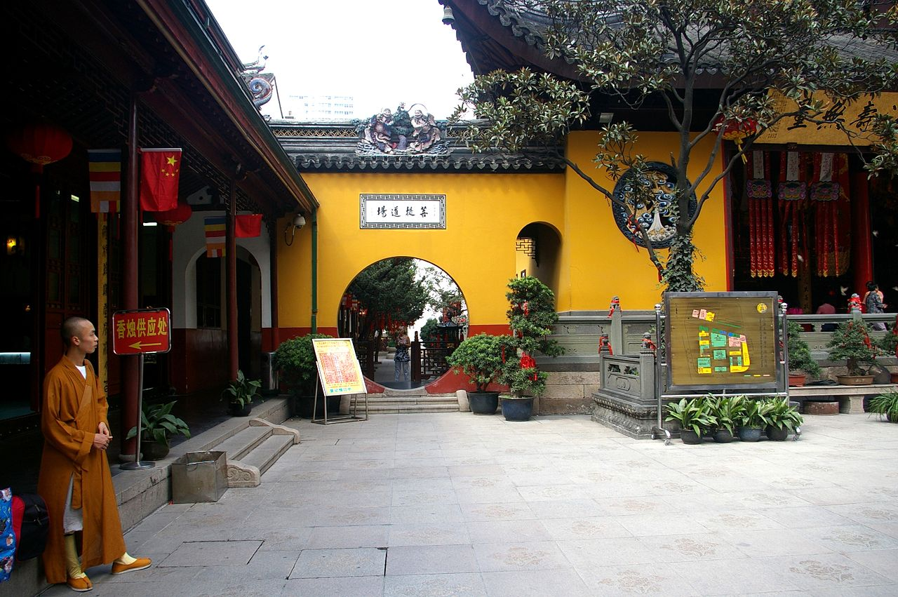 1280px-20091007_Shanghai_Jade_Buddha_Temple_7255.jpg