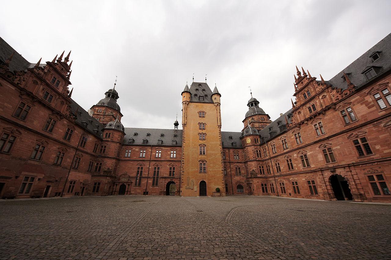 1280px-2011-03-26_Aschaffenburg_007_Schloss_Johannisburg_(6090705573).jpg