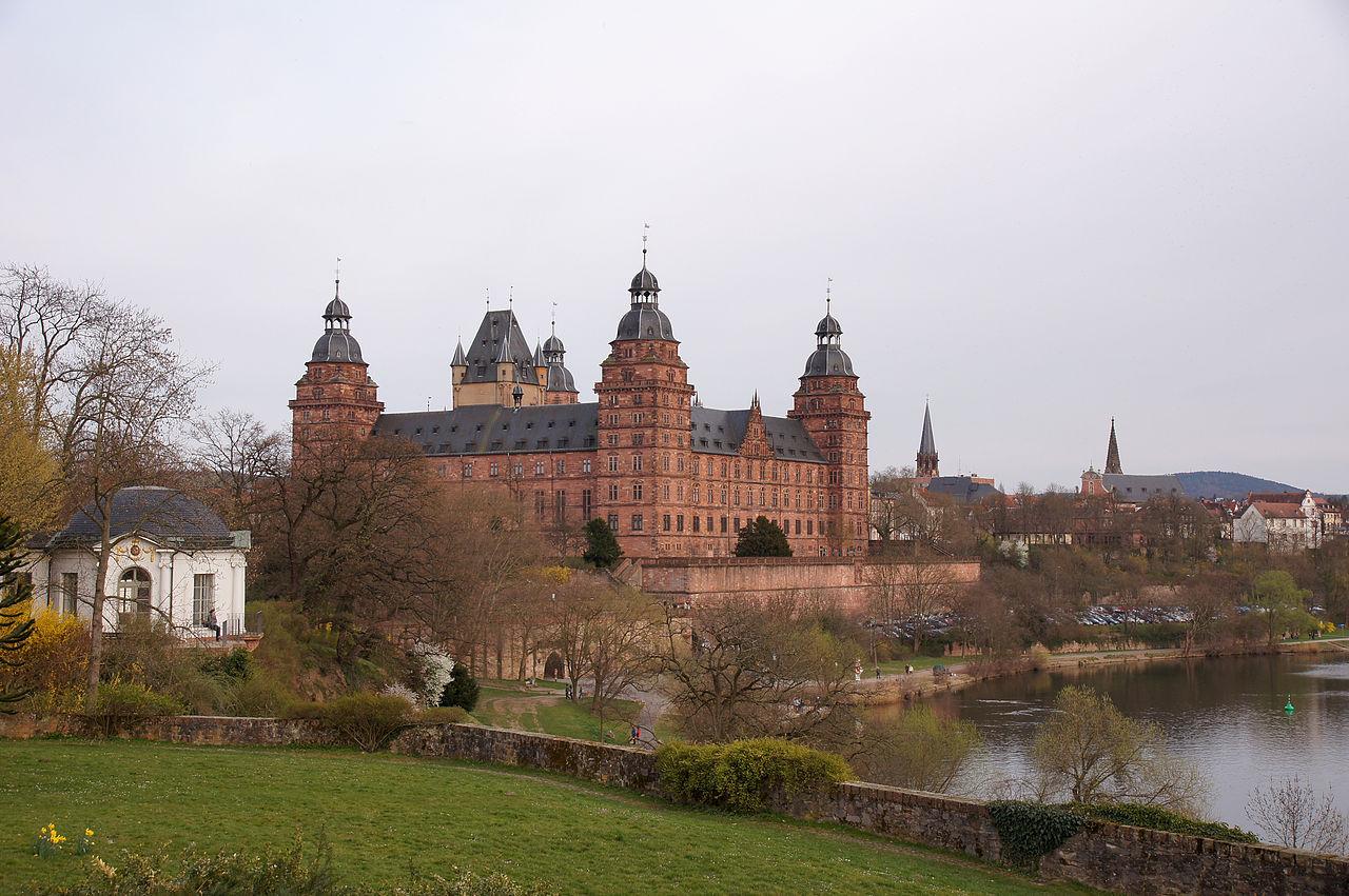1280px-2011-03-26_Aschaffenburg_115_Schloss_Johannisburg_(6090999287).jpg