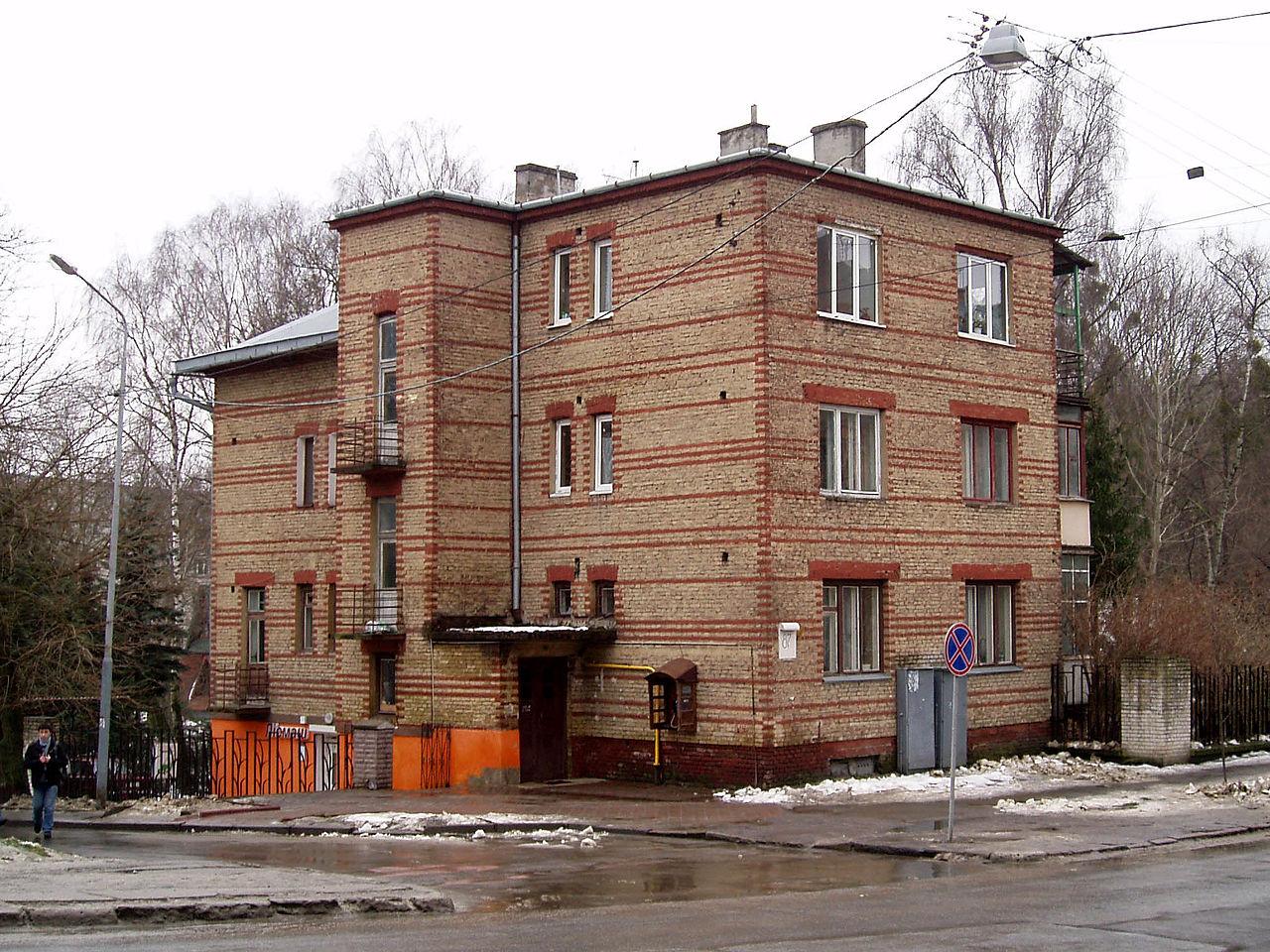 1280px-87_Chuprynky_Street,_Lviv_(01).jpg