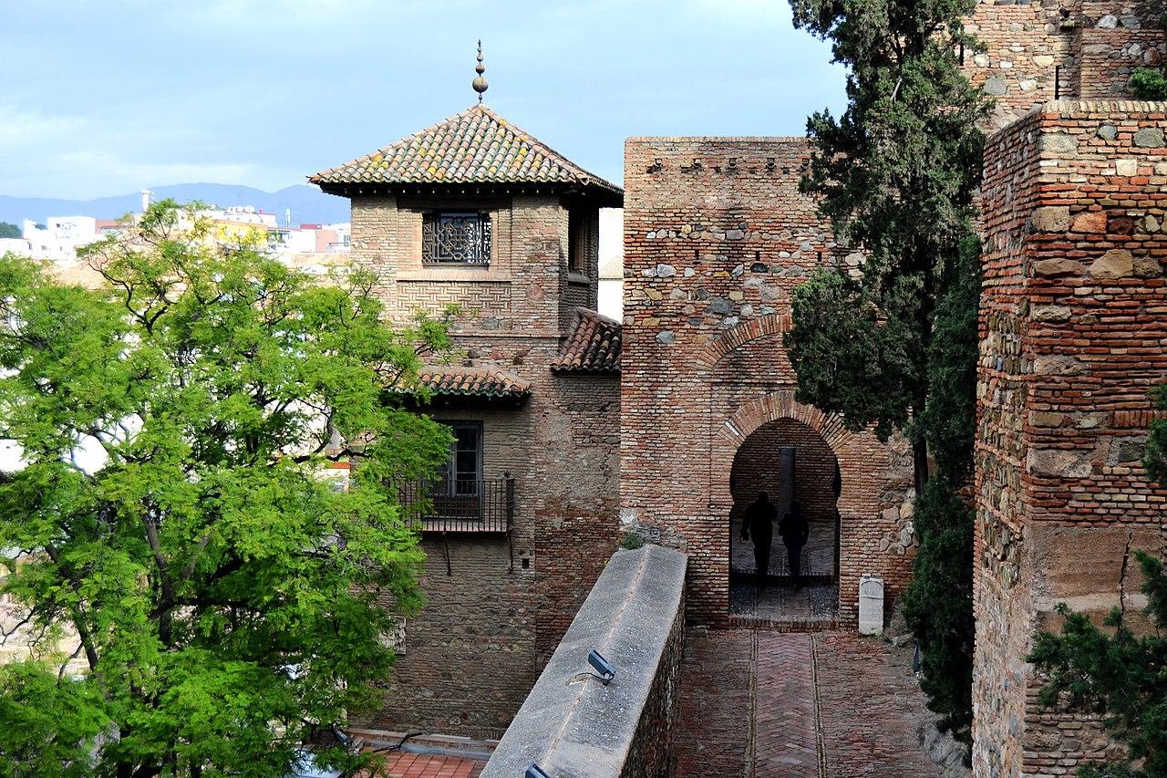1280px-Alcazaba_de_Málaga_(9031174917).jpg