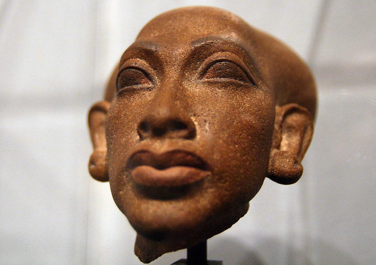 1280px-Amarna_princess_1350_BC_b.jpg