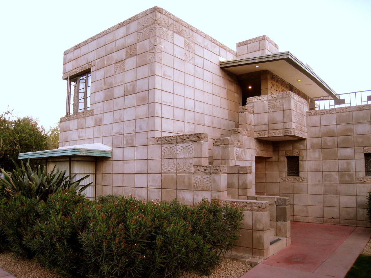 1280px-Arizona_Biltmore_-_cottage_4.JPG
