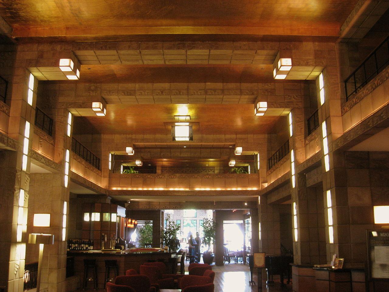 1280px-Arizona_Biltmore_-_interior_1.JPG