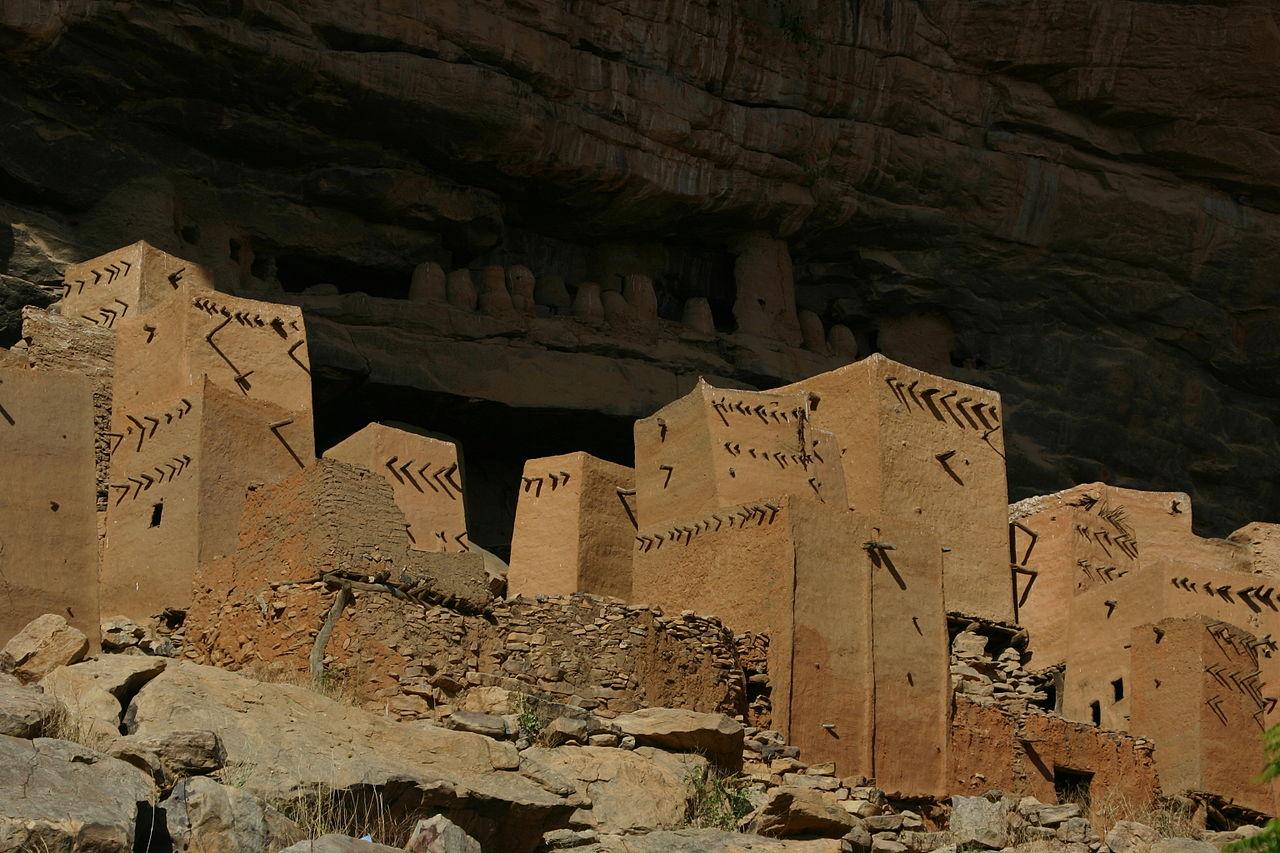 1280px-Bandiagara_escarpment1.jpg
