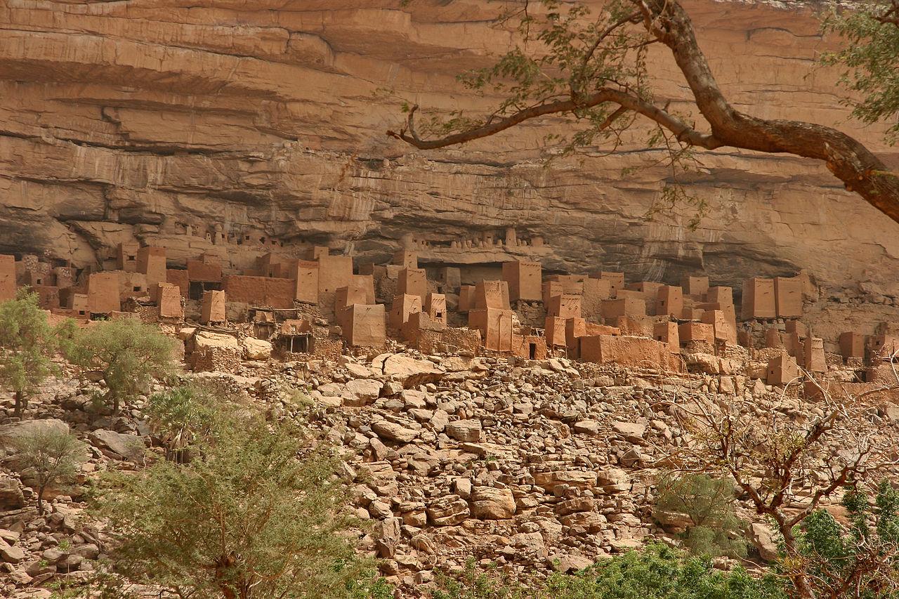 1280px-Bandiagara_escarpment_2.jpg