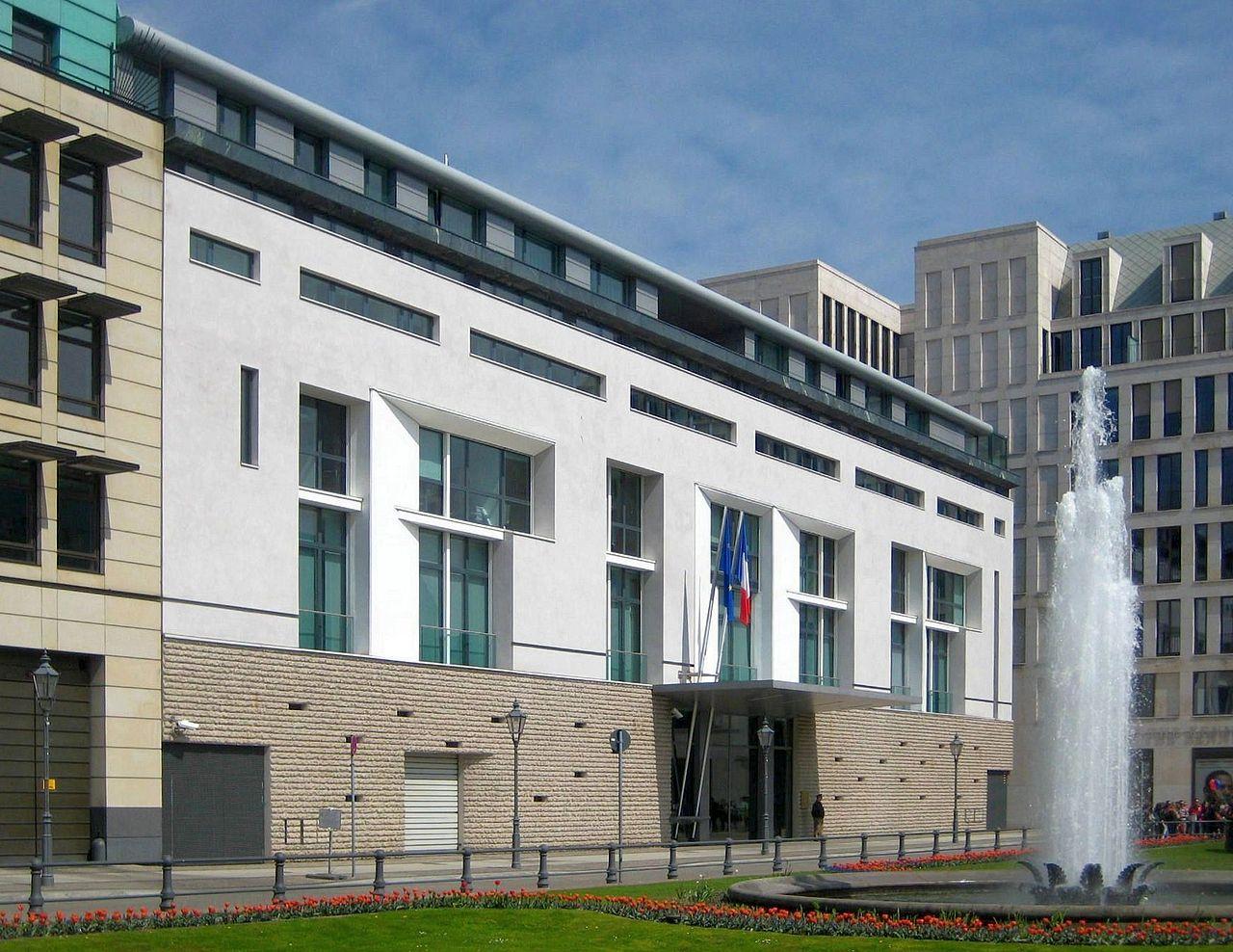 1280px-Berlin,_Mitte,_Pariser_Platz,_Botschaft_Frankreich.jpg
