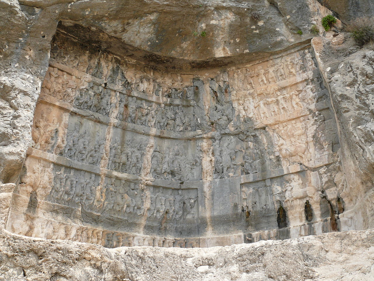 1280px-Bishapur_III_relief_Shapur.JPG