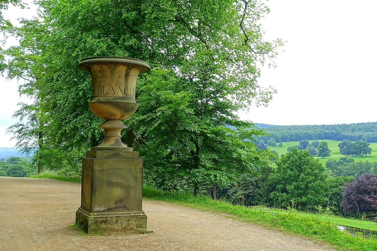 1280px-Blanche's_vase_-_Chatsworth_House_-_Derbyshire,_England_-_DSC03585.jpg