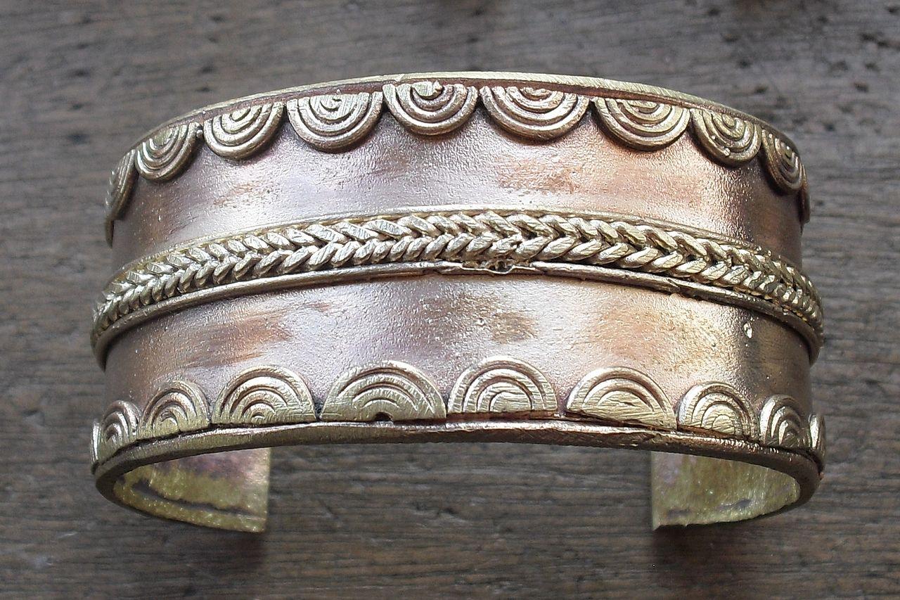 1280px-Brass_bracelet.Ghana.jpg