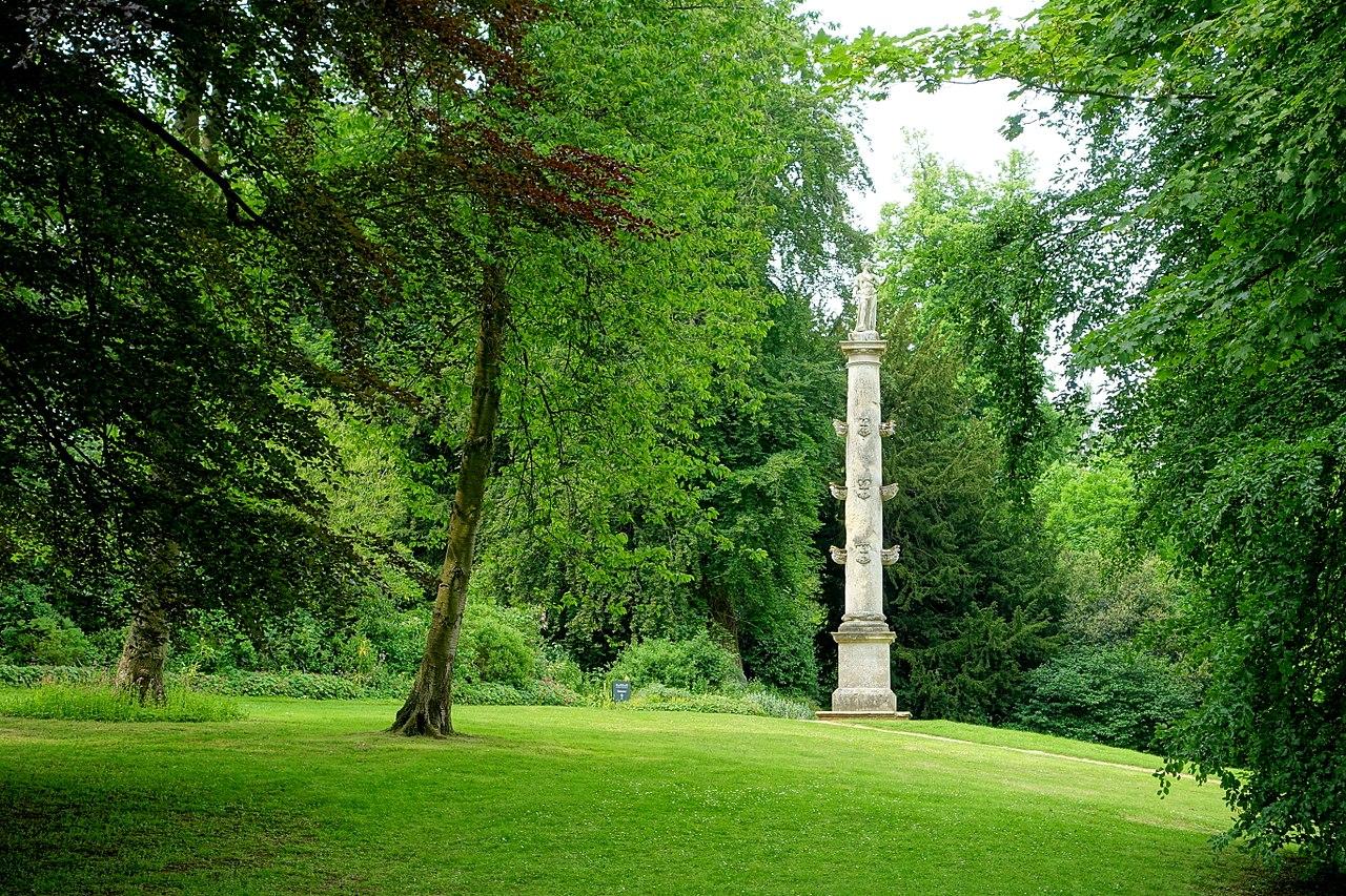 1280px-Captain_Grenville's_Column,_Stowe_-_Buckinghamshire,_England_-_DSC07361.jpg