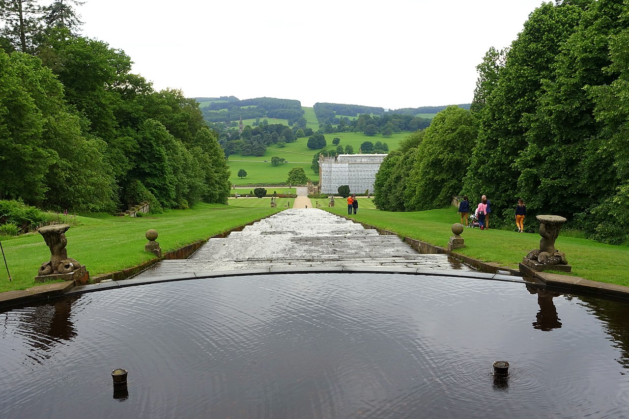 1280px-Cascade_-_Chatsworth_House_-_Derbyshire,_England_-_DSC03630.jpg