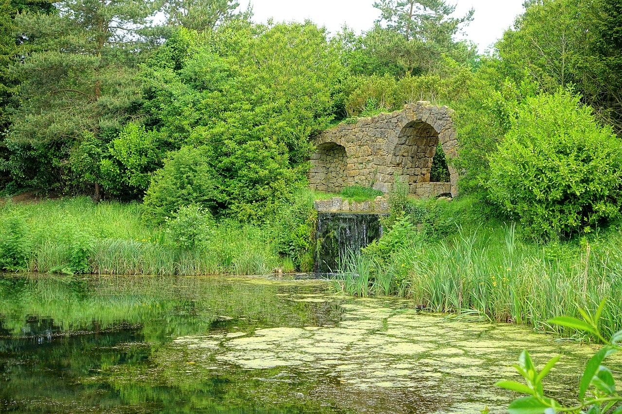 1280px-Cascade_and_artificial_ruins,_Stowe_-_Buckinghamshire,_England_-_DSC06890.jpg