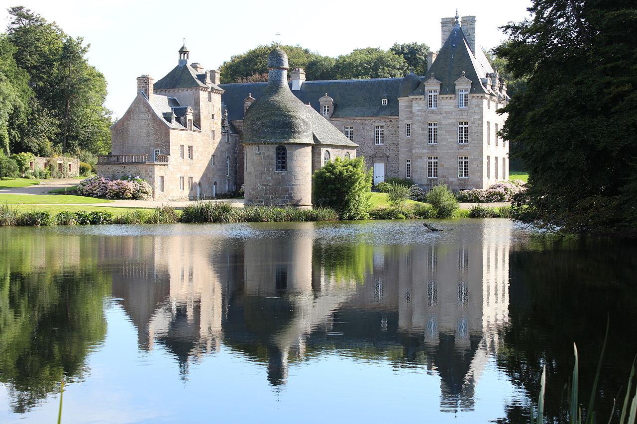 1280px-Château_de_Kerduel,_façade_Nord_01.JPG