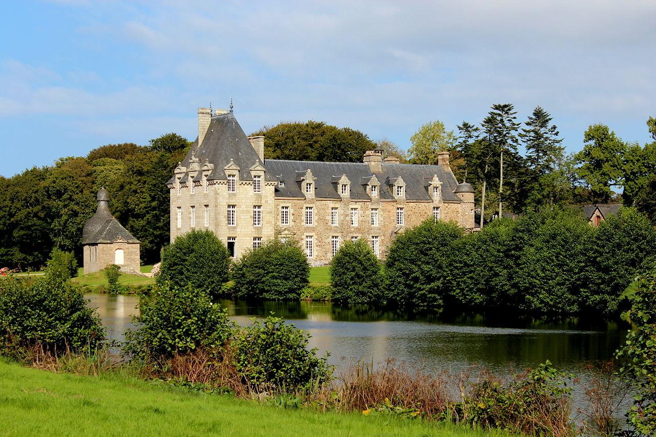 1280px-Château_de_Kerduel,_façade_Sud_04.JPG