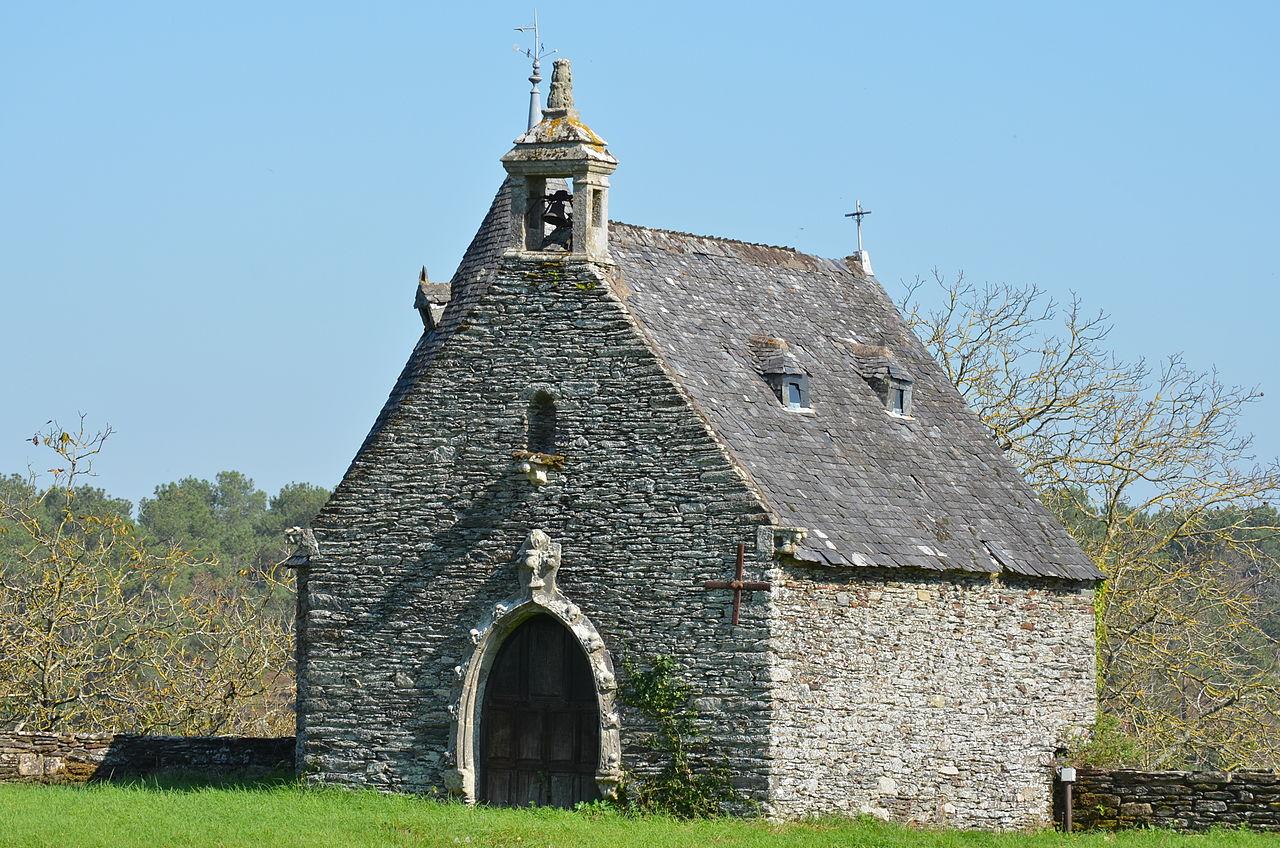 1280px-Château_de_Rochefort-en-Terre_(chapelle).jpg