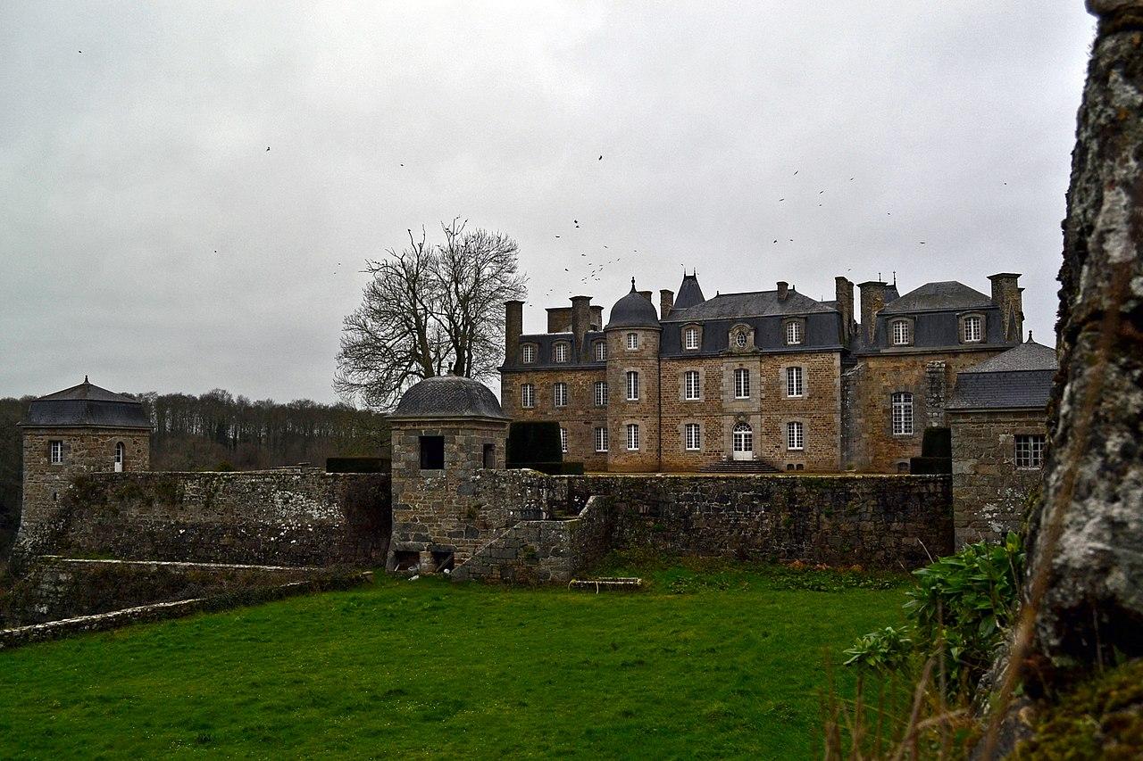 1280px-Château_de_Rosanbo_-_Lanvellec_03.JPG