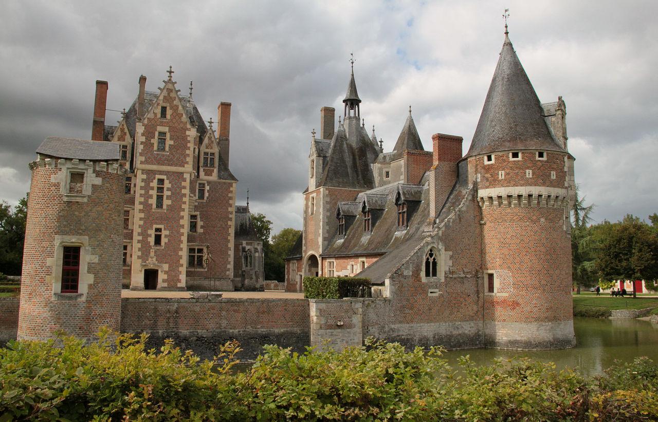 1280px-Chateau_du_moulin.jpg