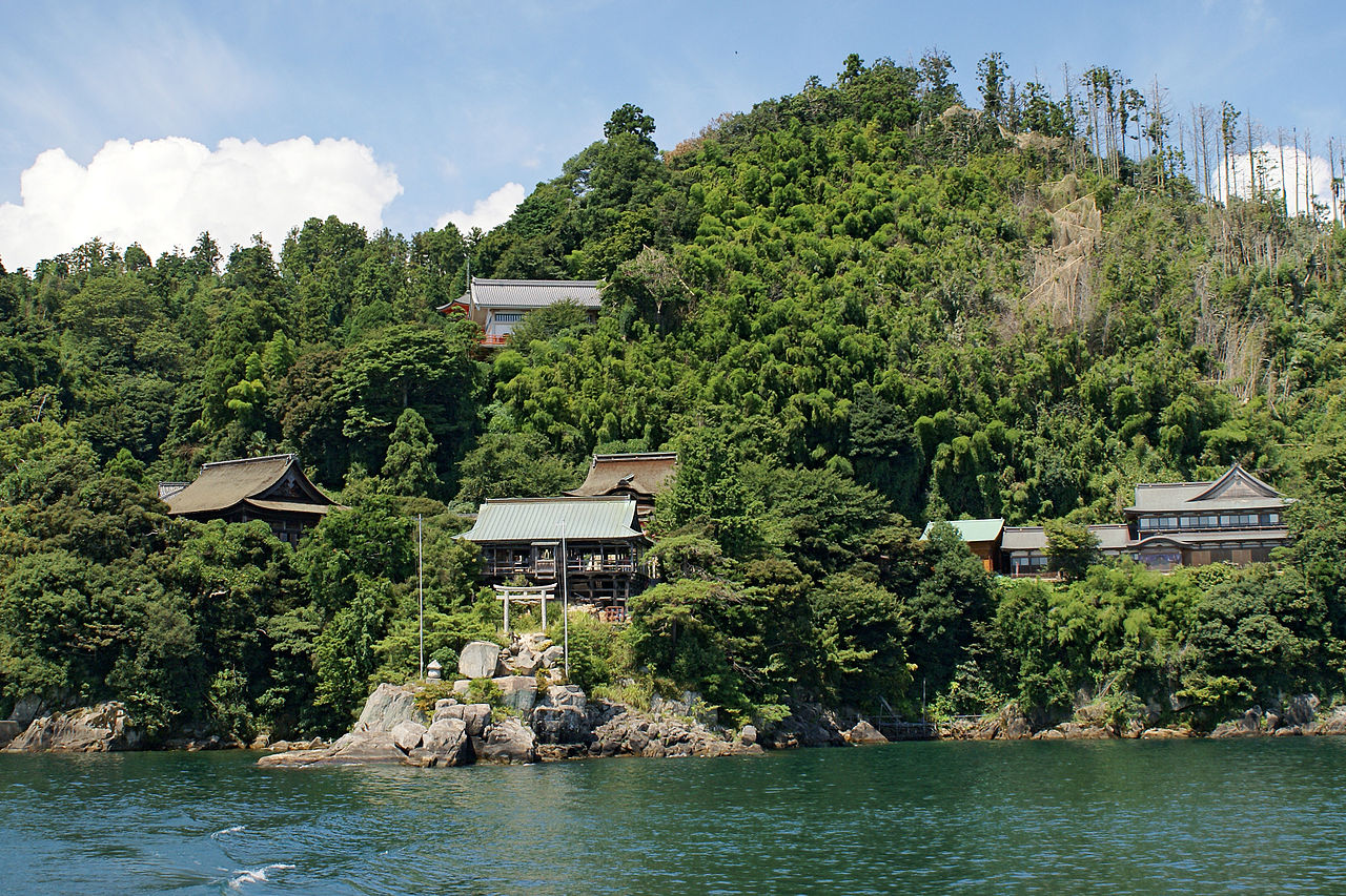 1280px-Chikubu_island03s3200.jpg