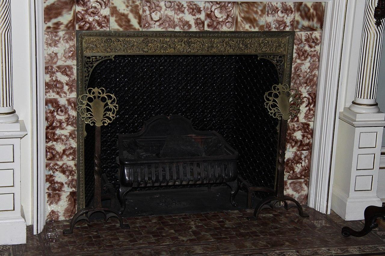 1280px-Craigdarroch_Castle_interior,_IMG_011.jpg