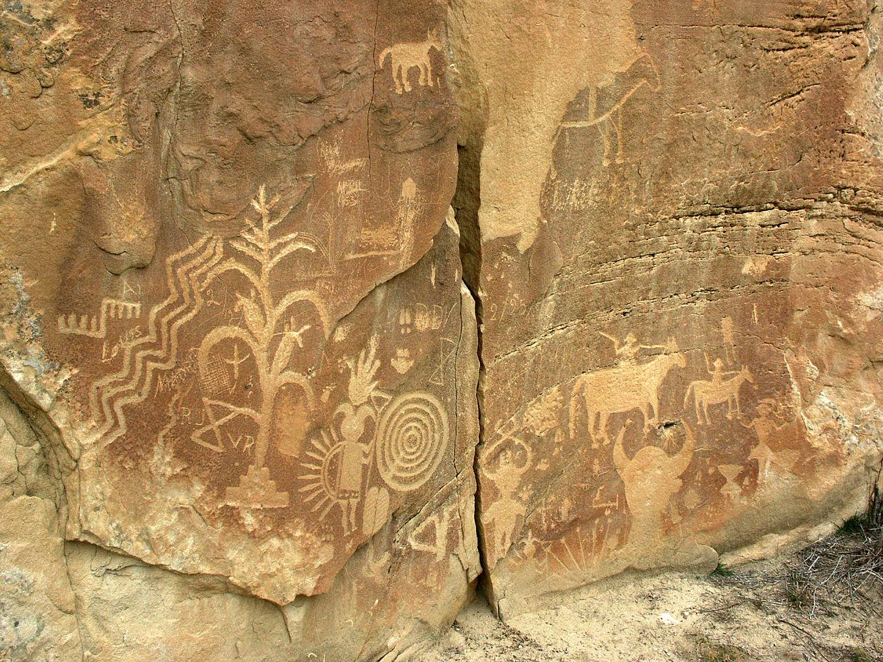 1280px-Crow_Canyon_petroglyphs навахо.jpg