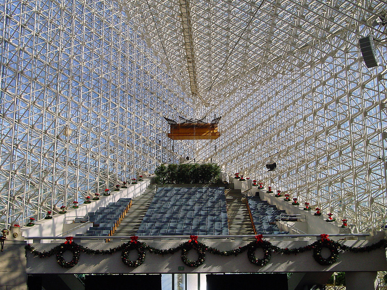 1280px-Crystal_Cathedral_(2424352145).jpg