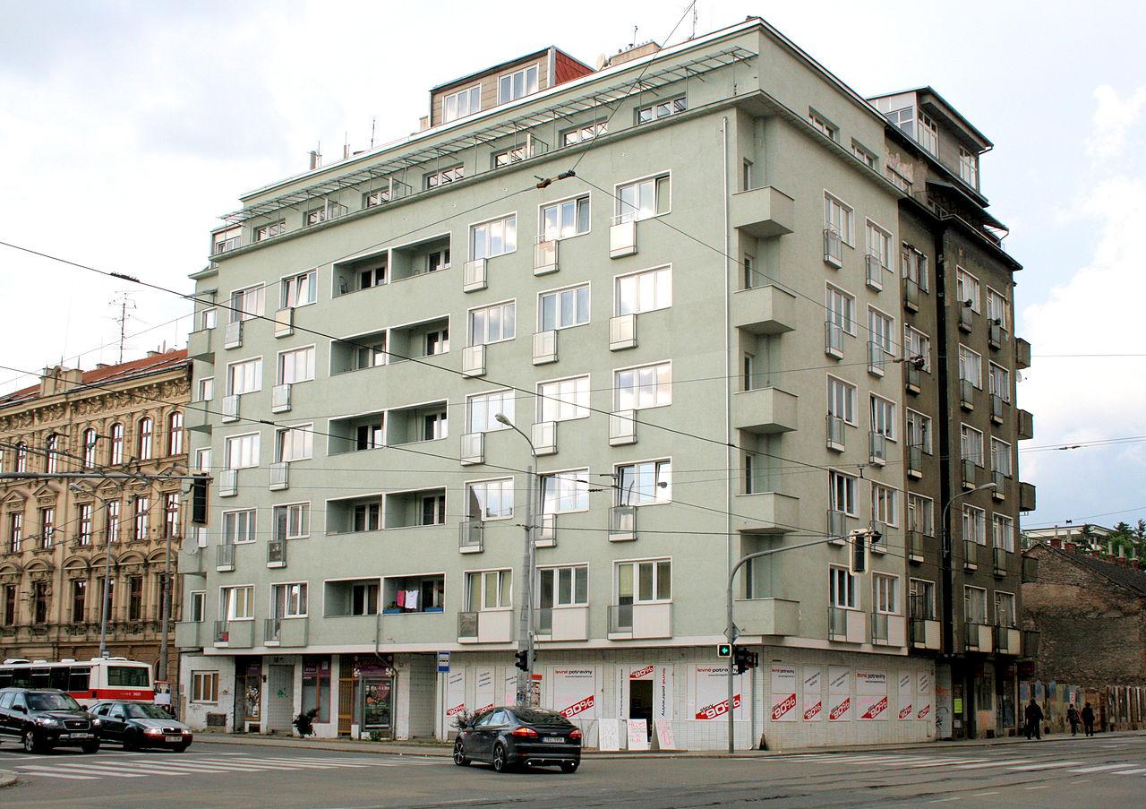 1280px-Dům_na_náměstí_28._října_č._26_Brno.jpg