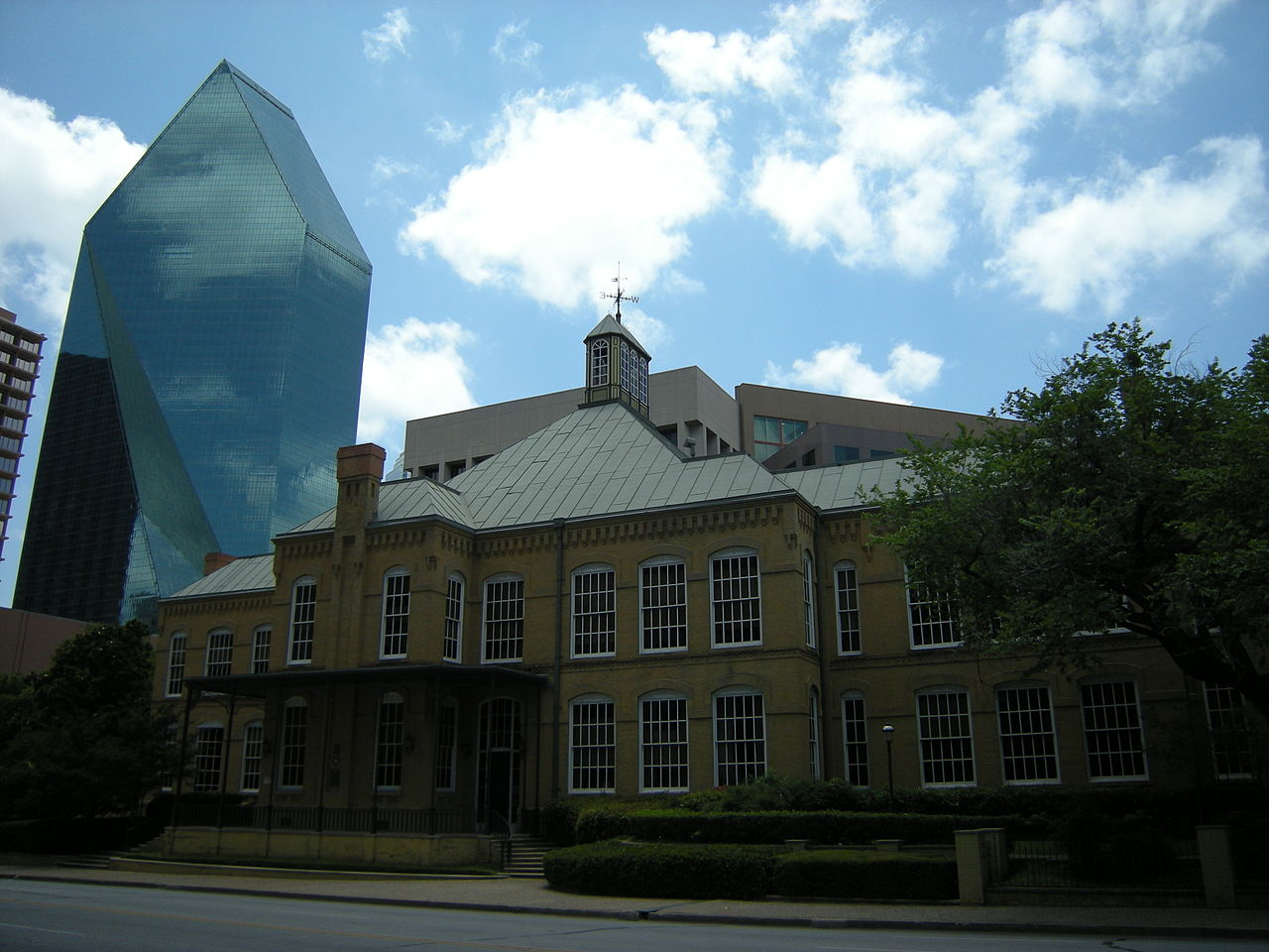 1280px-Dallas_-_Cumberland_School_02.jpg