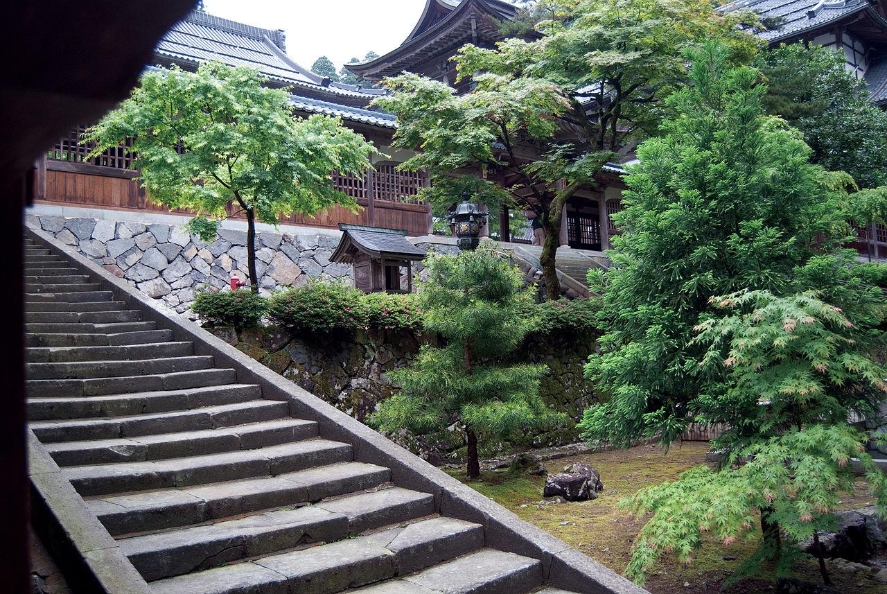 1280px-Eiheiji_inner_court.jpg