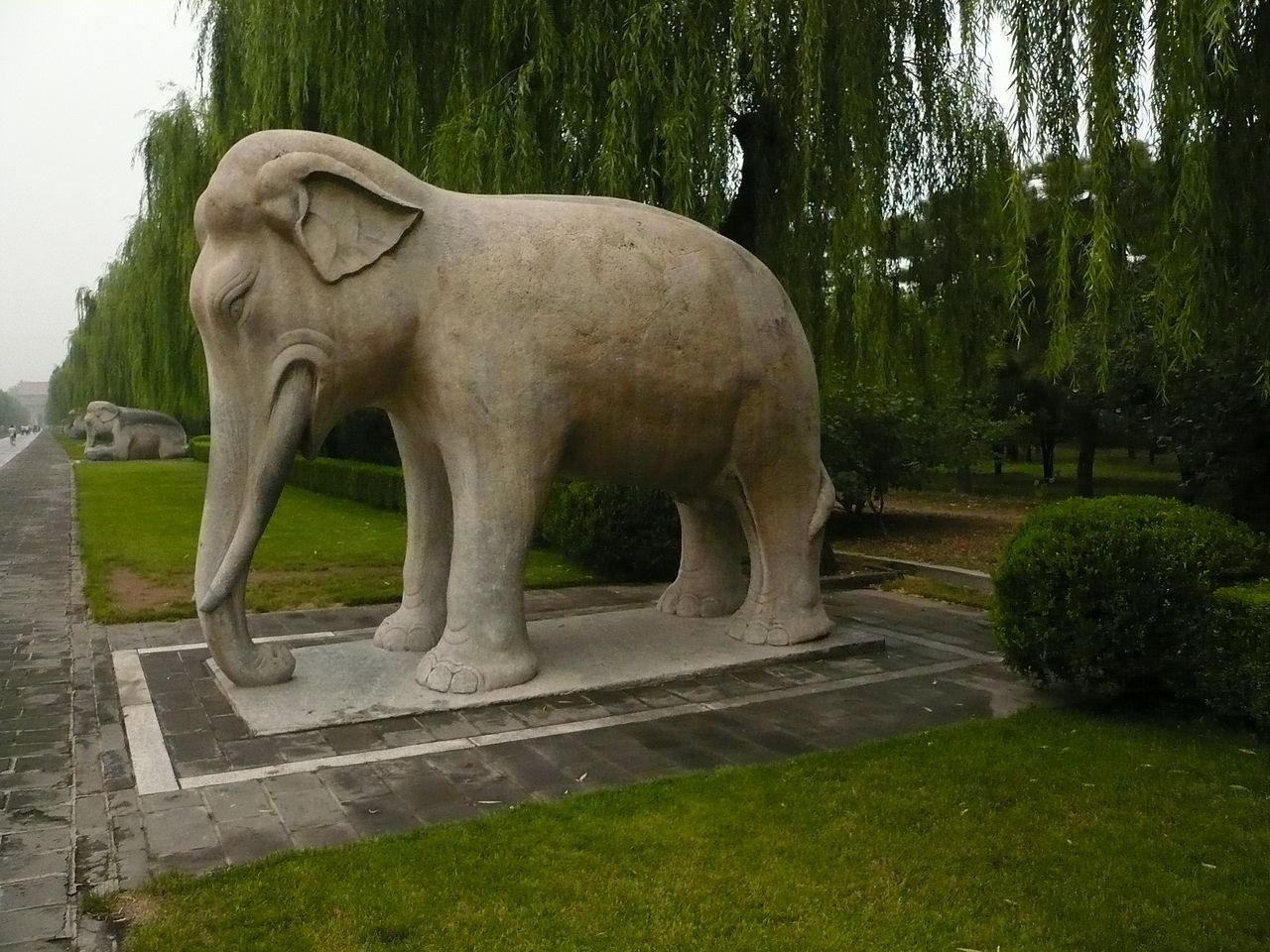 1280px-Elephant_statue,_Emperor\'s_statue_garden,_Beijing.jpg