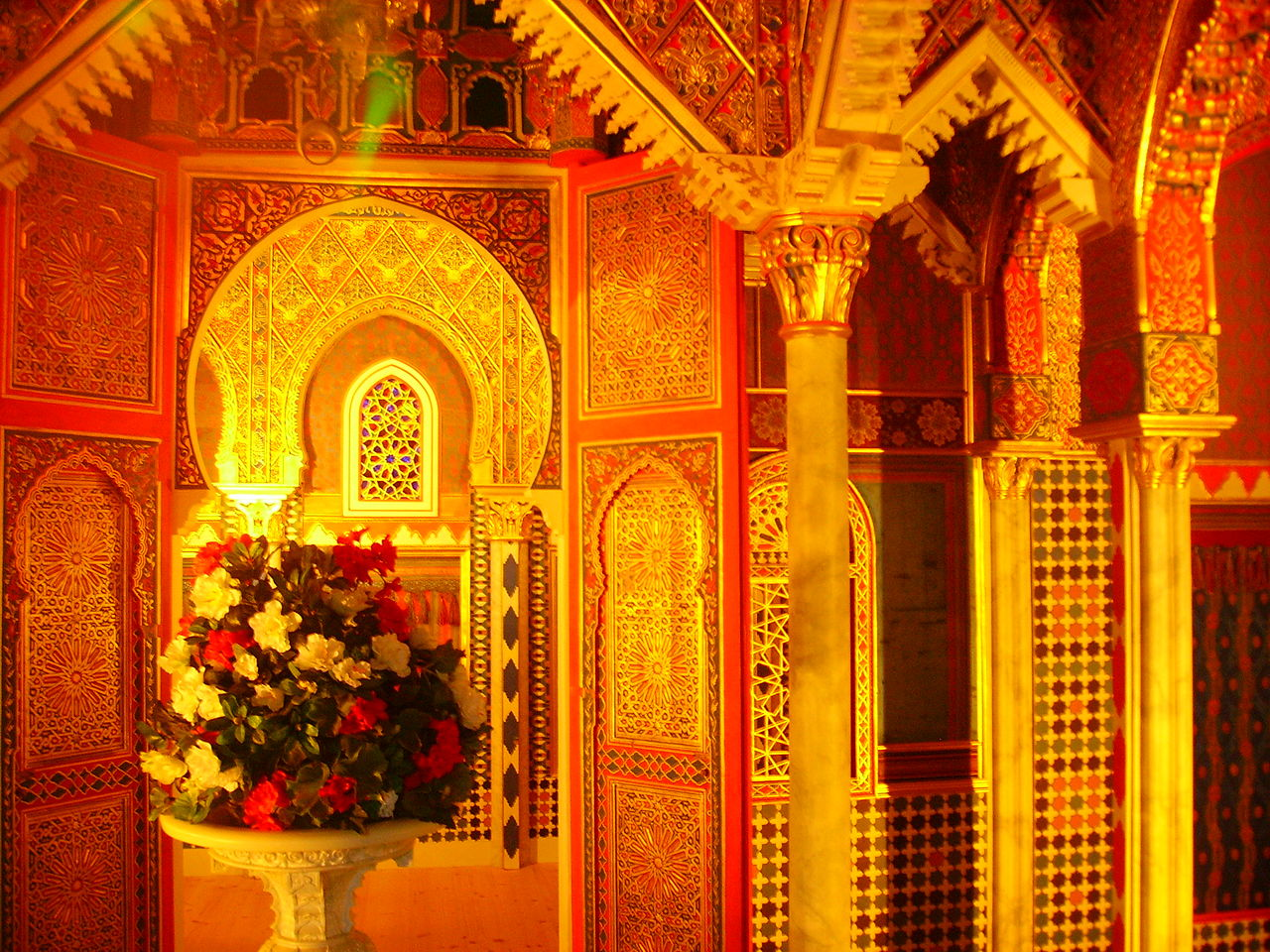 1280px-Ettal_Marokkanisches_Haus_Innen_1.JPG