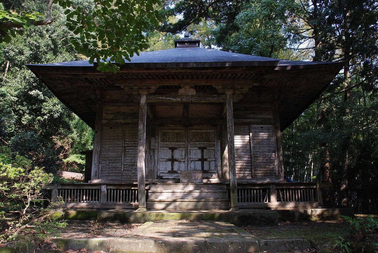 1280px-Gakuenji_temple_Shakado.jpg