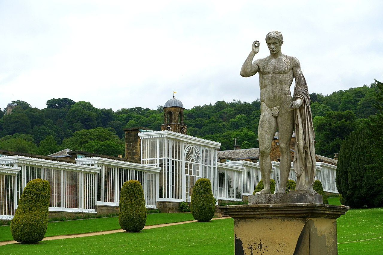 1280px-Garden_sculpture_-_Chatsworth_House_-_Derbyshire,_England_-_DSC03544.jpg