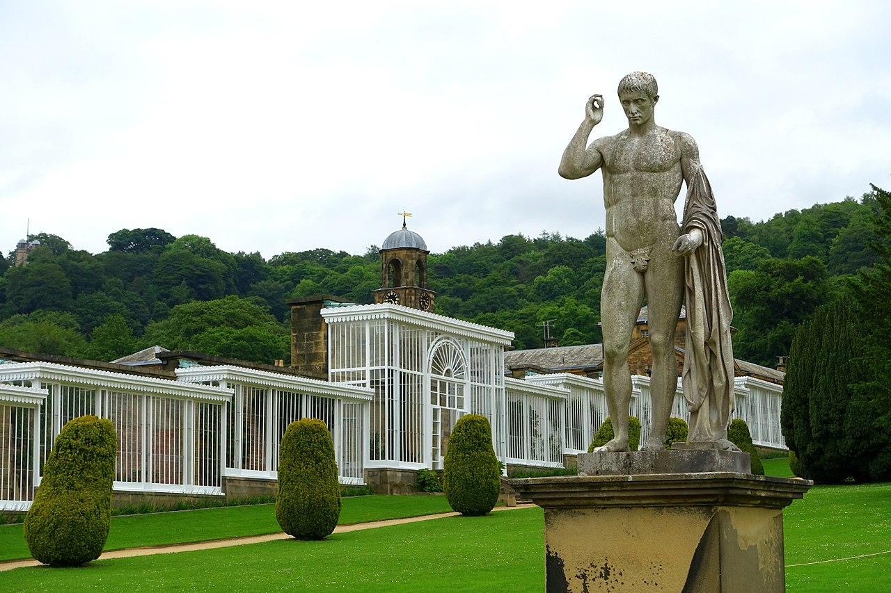1280px-Garden_sculpture_-_Chatsworth_House_-_Derbyshire,_England_-_DSC03544.jpg