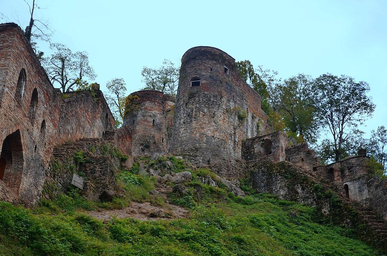 1280px-Gilan_-_Ghale_Roudkhan_castle_-_panoramio_(1).jpg