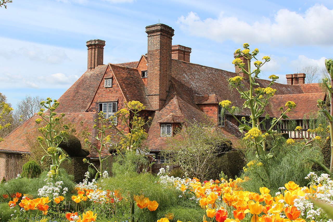 1280px-Great_Dixter_House_&_Gardens-geograph-4936130-by-Oast-House-Archive.jpg