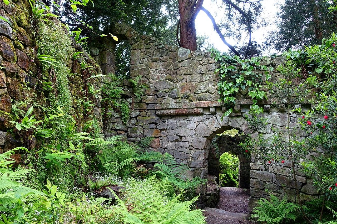 1280px-Great_Wall_-_Biddulph_Grange_Garden_-_Staffordshire,_England_-_DSC09348.jpg
