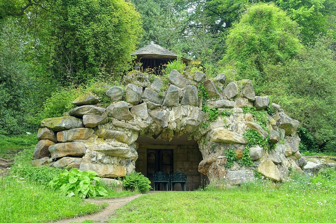 1280px-Grotto_house_-_Chatsworth_House_-_Derbyshire,_England_-_DSC03619.jpg