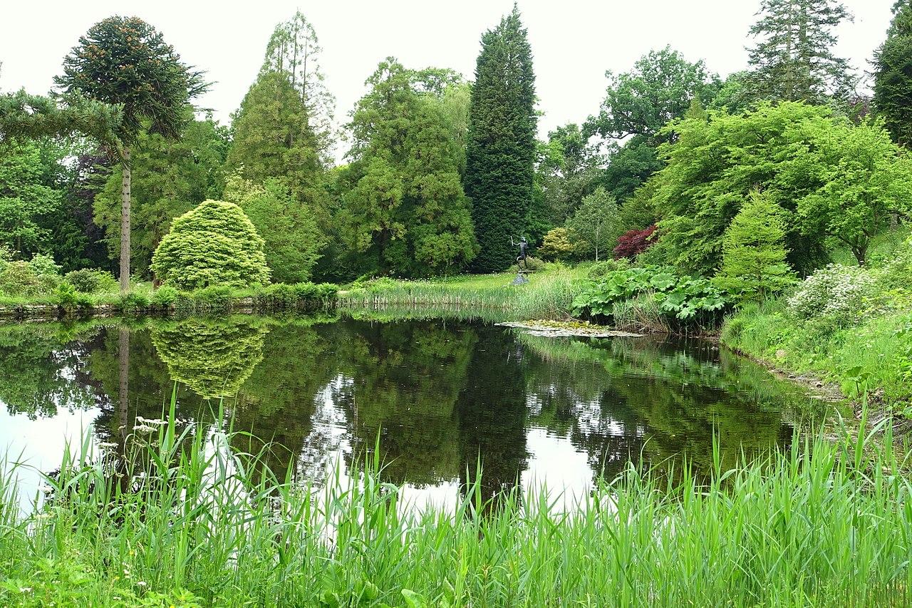 1280px-Grotto_pond_-_Chatsworth_House_-_Derbyshire,_England_-_DSC03614.jpg