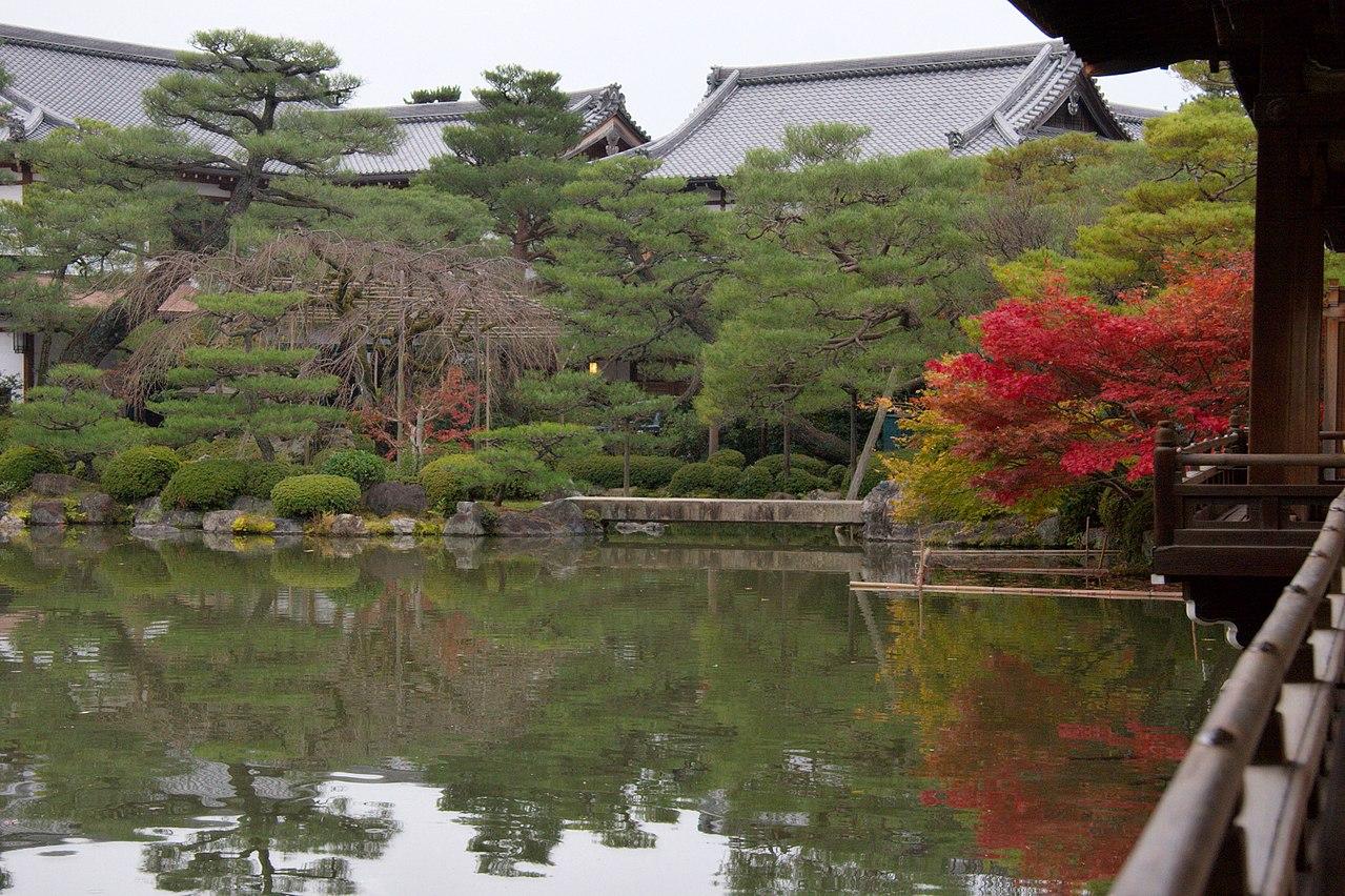 1280px-Heian_Jingu_2008-11-24_(3254811502).jpg