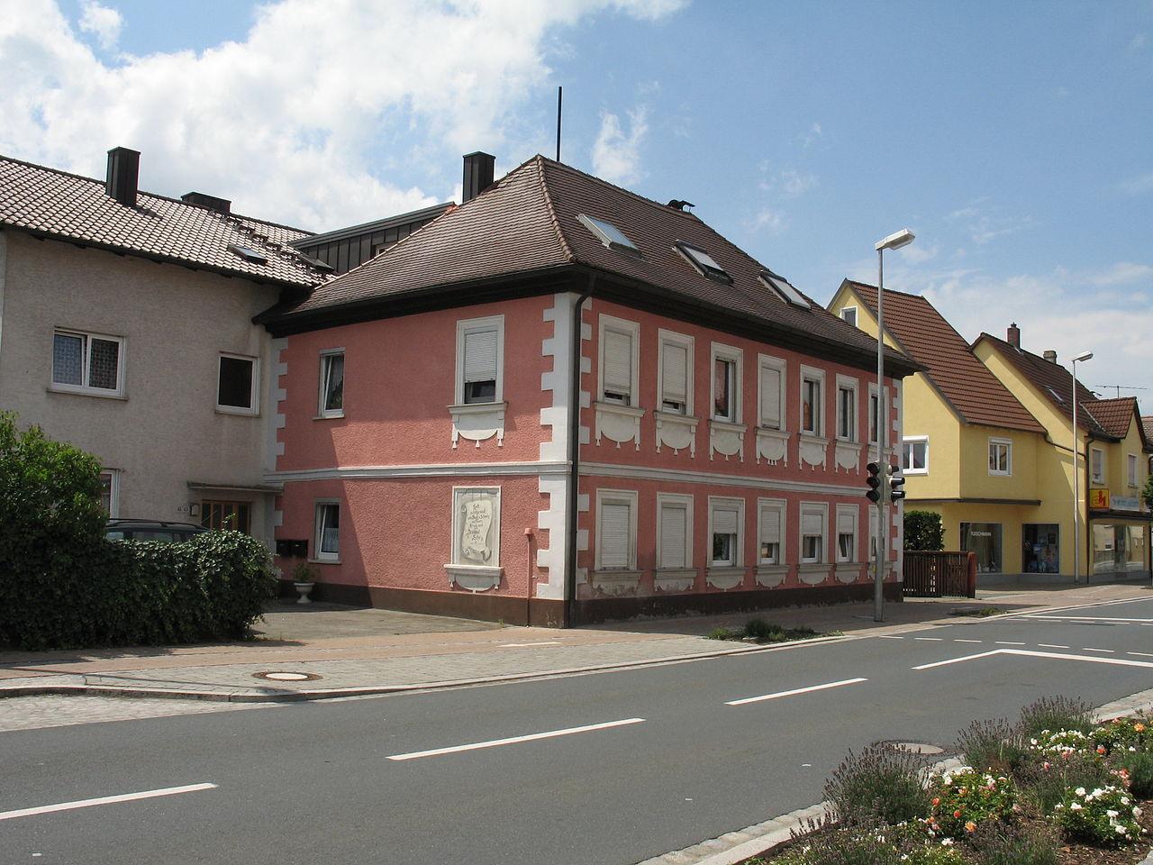1280px-Hirschaid_Nürnberger_Straße_043_002.jpg